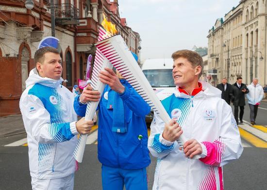Владивосток принял Эстафету огня XXIX Всемирной зимней универсиады