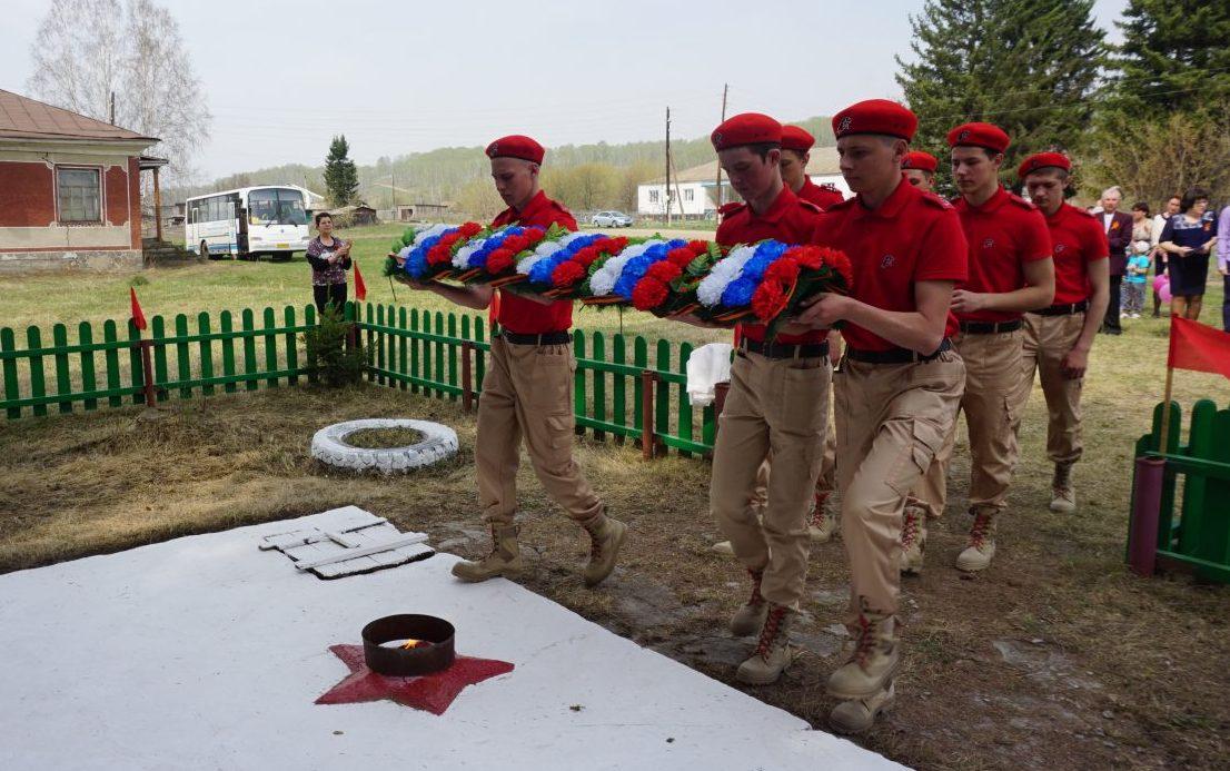 Студенты Алтайского агротехнического техникума отреставрировали памятник воинам Великой Отечественной войны