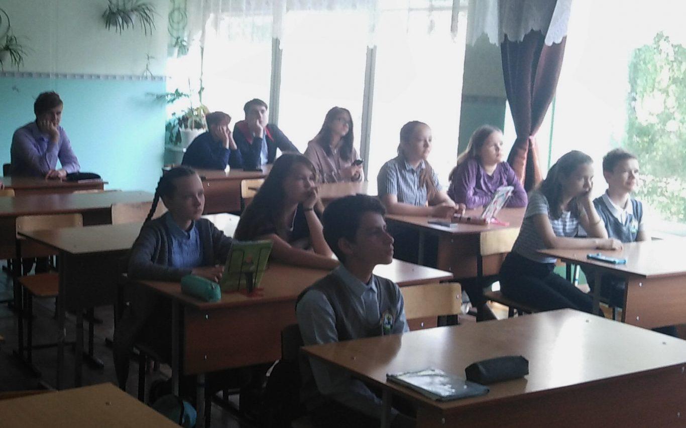 Волонтеры провели для барнаульских школьников урок по социальной активности