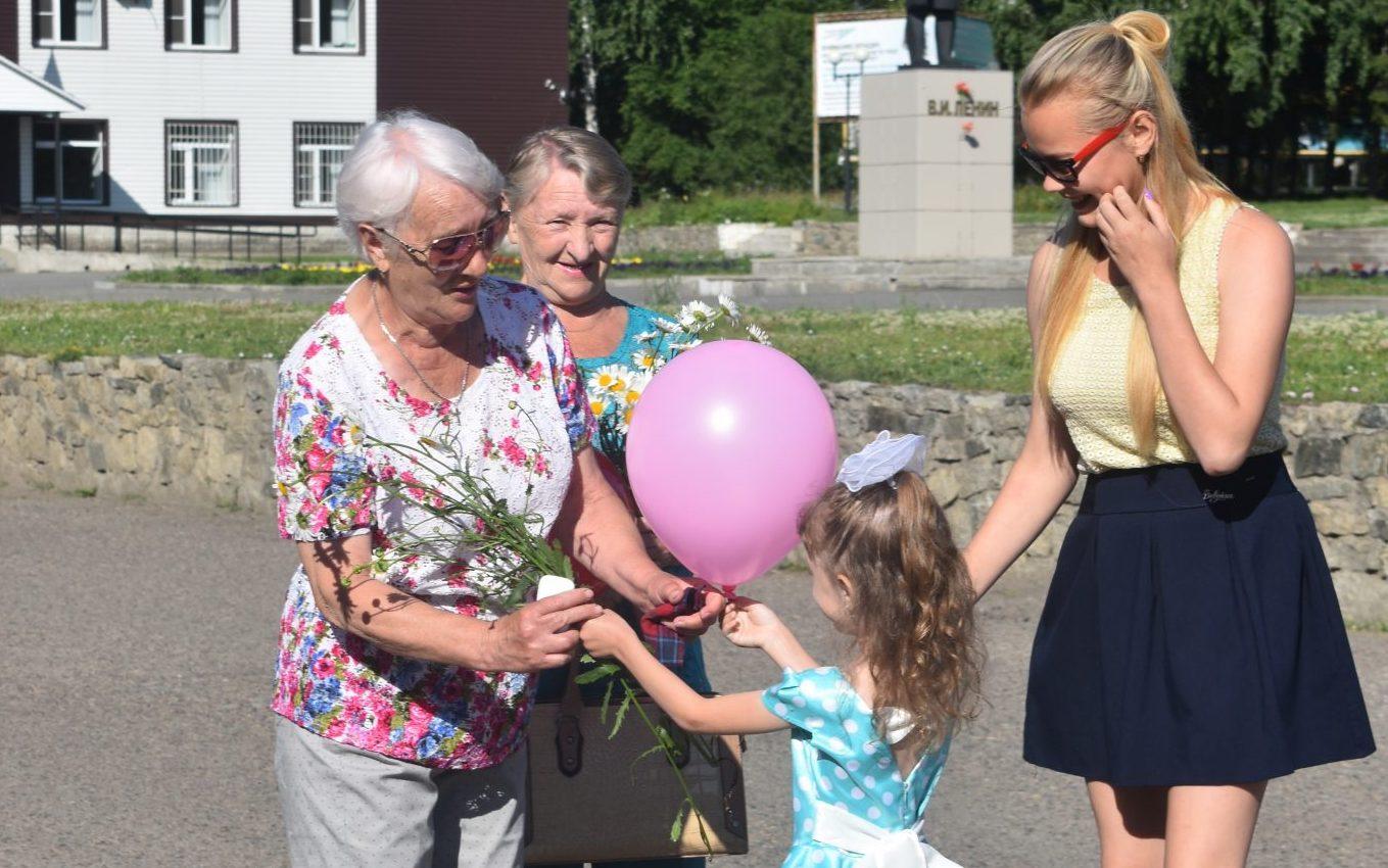 Молодежь Косихинского района поздравила земляков с Днем семьи, любви и верности