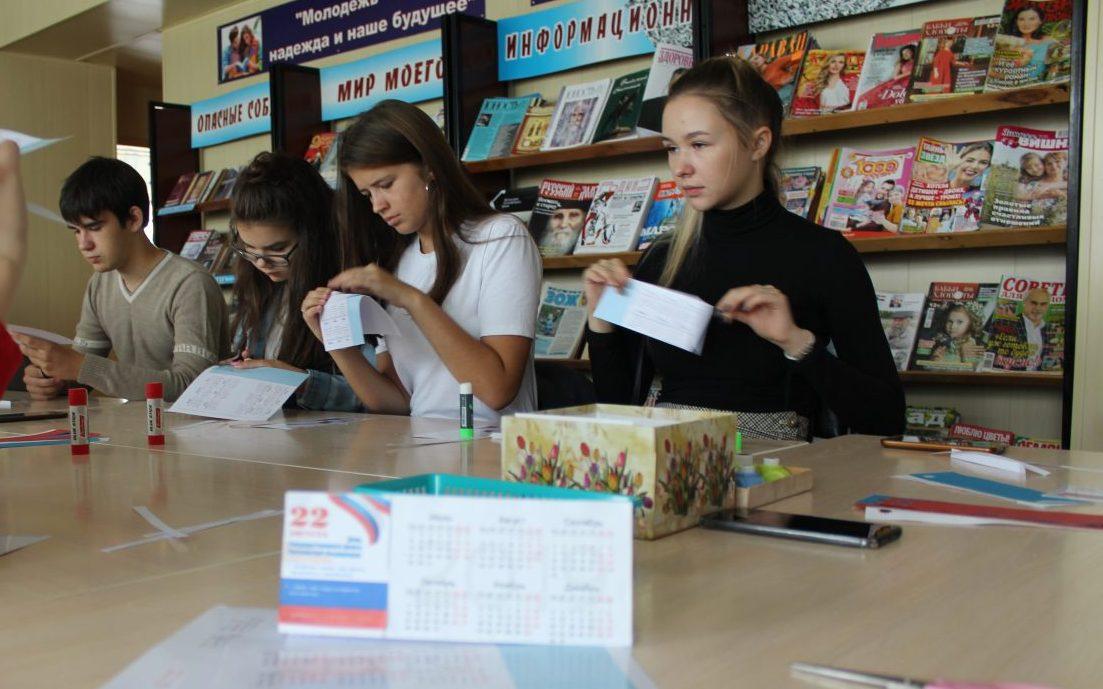 В Косихе отметили День российского флага