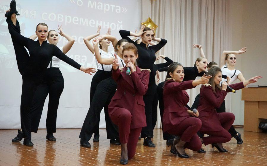 «Мобильный дом культуры» педуниверситета гастролирует по селам Алтайского края
