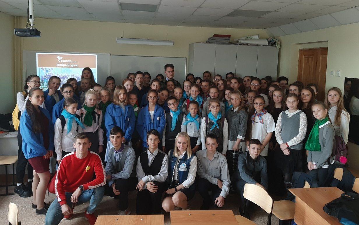 На «Добрых уроках» барнаульским школьникам рассказали о добровольческом движении Алтайского края