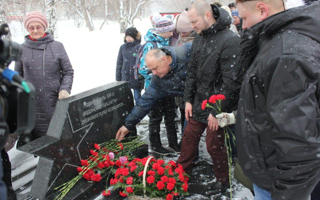 В Барнауле прошла Акция памяти, посвященная 20-летию подвига десантников 6-й роты