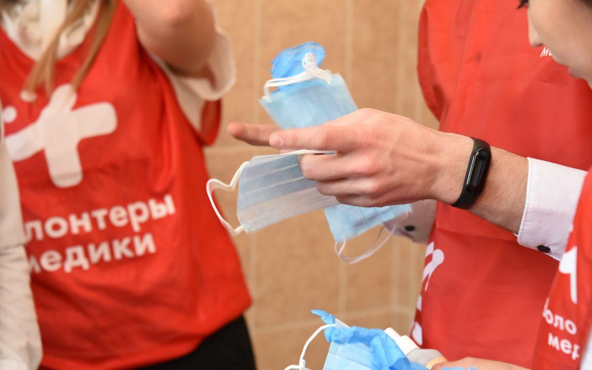 Алтайские студенты-медики продолжают трудиться в штабе волонтёров