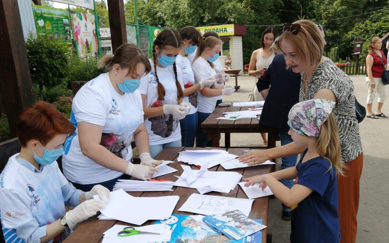 В краевой столице в честь 75-летия Победы провели акцию «Голубь мира»