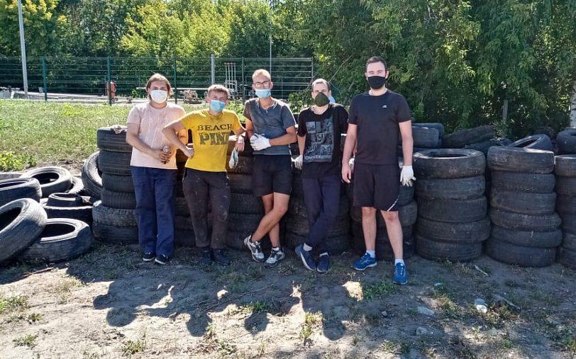 Волонтёры краевой столицы почистили берега реки Барнаулки