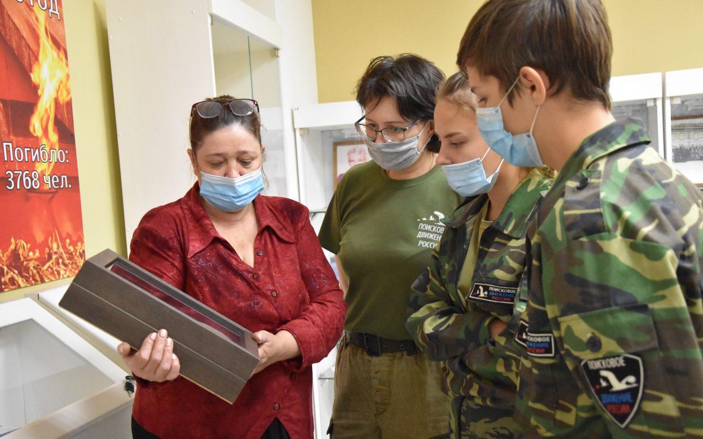 Алтайские поисковики провели акцию «Цветы памяти»