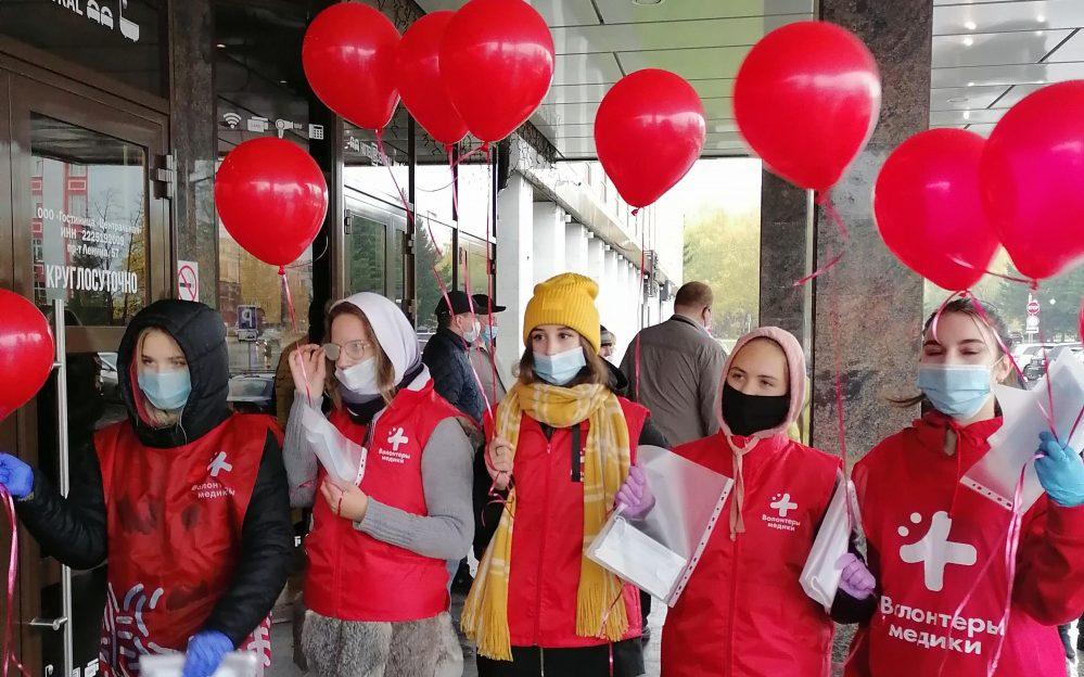 Барнаульские волонтёры-медики стали участниками флешмоба, посвящённого Всемирному дню сердца