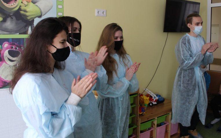 Волонтёры РАНХиГС поддержали пациентов краевого клинического центра охраны материнства и детства
