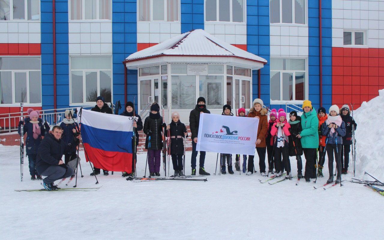 Участники лыжного перехода почтили память Алексея Скурлатова