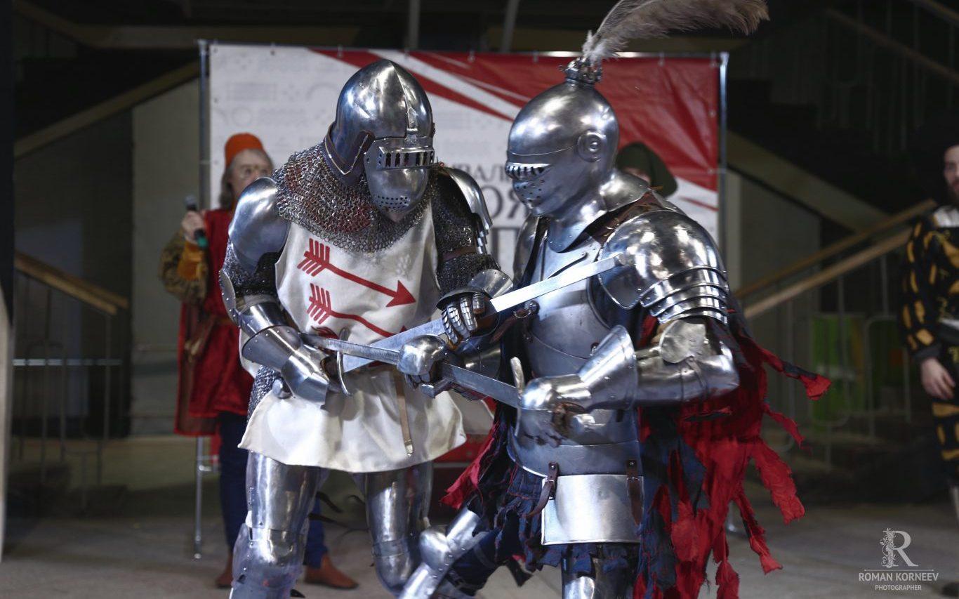 Рыцари из Средневековья встретились в Барнауле