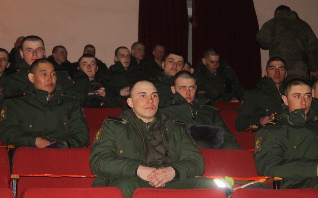 В Топчихинском районе народный кинопоказ фильма «Подольские курсанты» собрал около 650 зрителей
