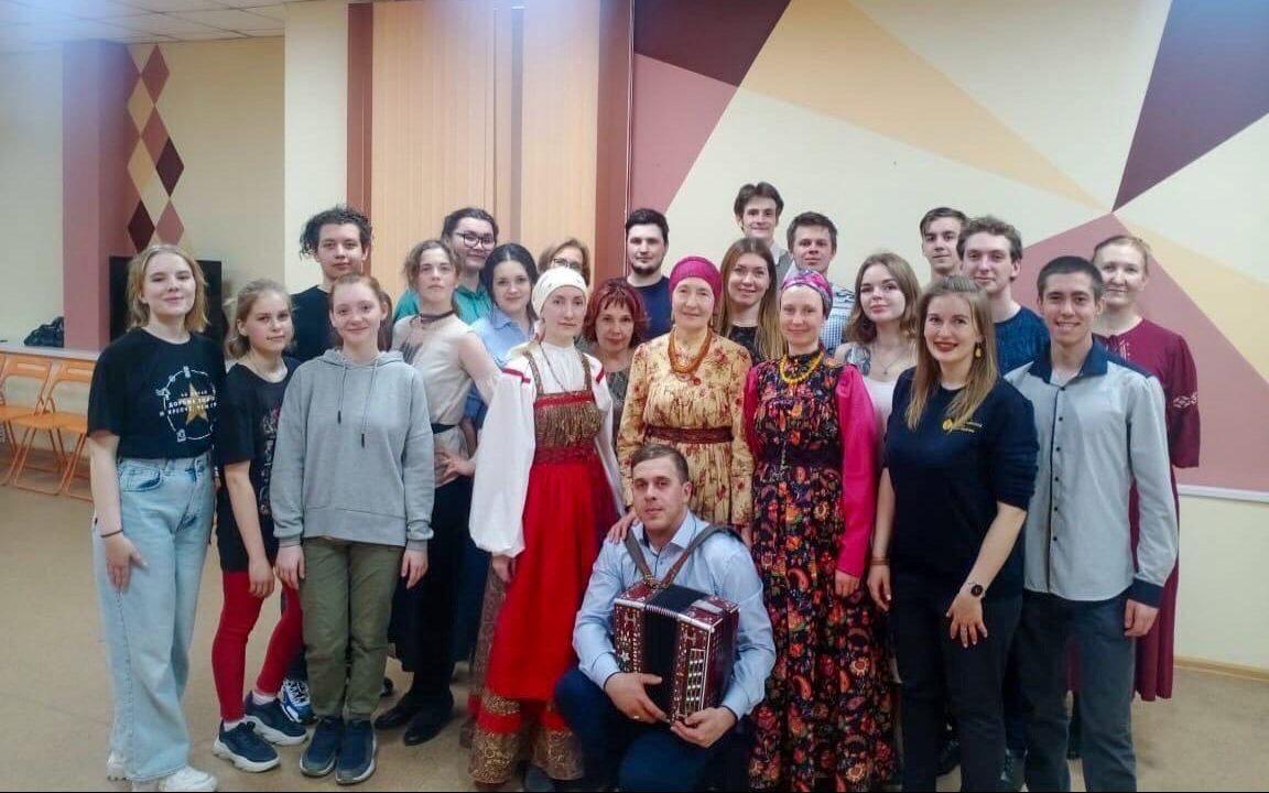 В Барнауле прошёл мастер-класс по традиционным русским играм и хороводам