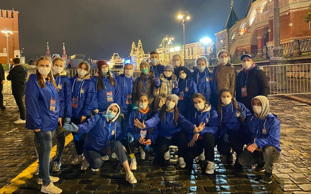 Волонтёры Победы Алтайского края приняли участие в сопровождении Парада Победы в Москве