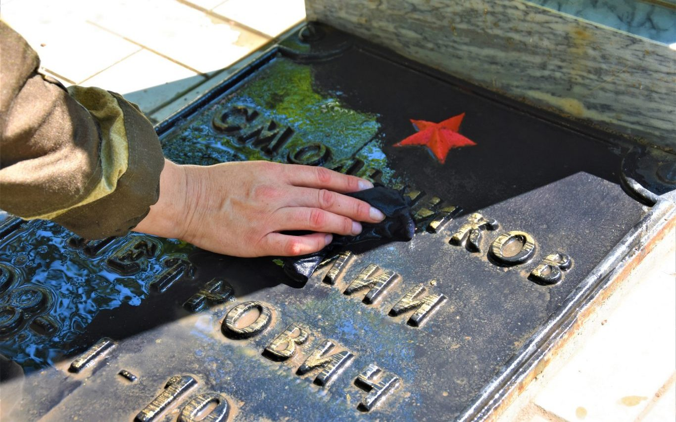 Алтайские волонтёры и поисковики привели в порядок захоронения участников Великой Отечественной войны