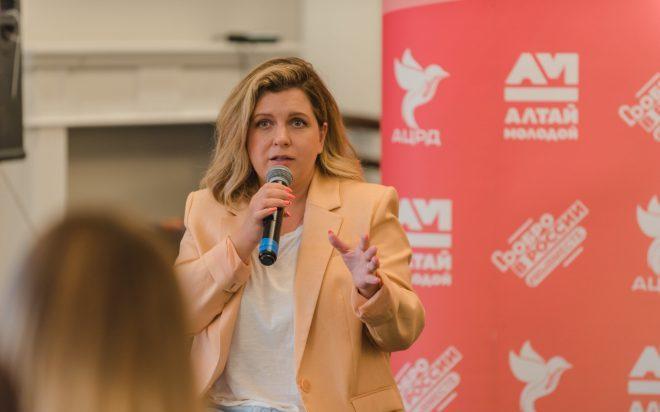 Участники форума «АТР» встретились с актрисой Анастасией Денисовой