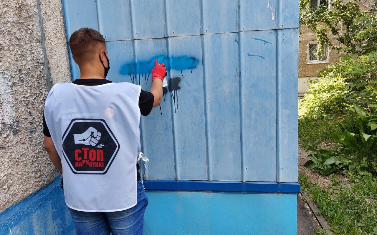 Алтайские добровольцы продолжают бороться с рекламой наркотиков