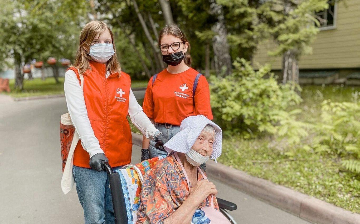 Волонтеры-медики продолжают визиты в дом-интернат для престарелых