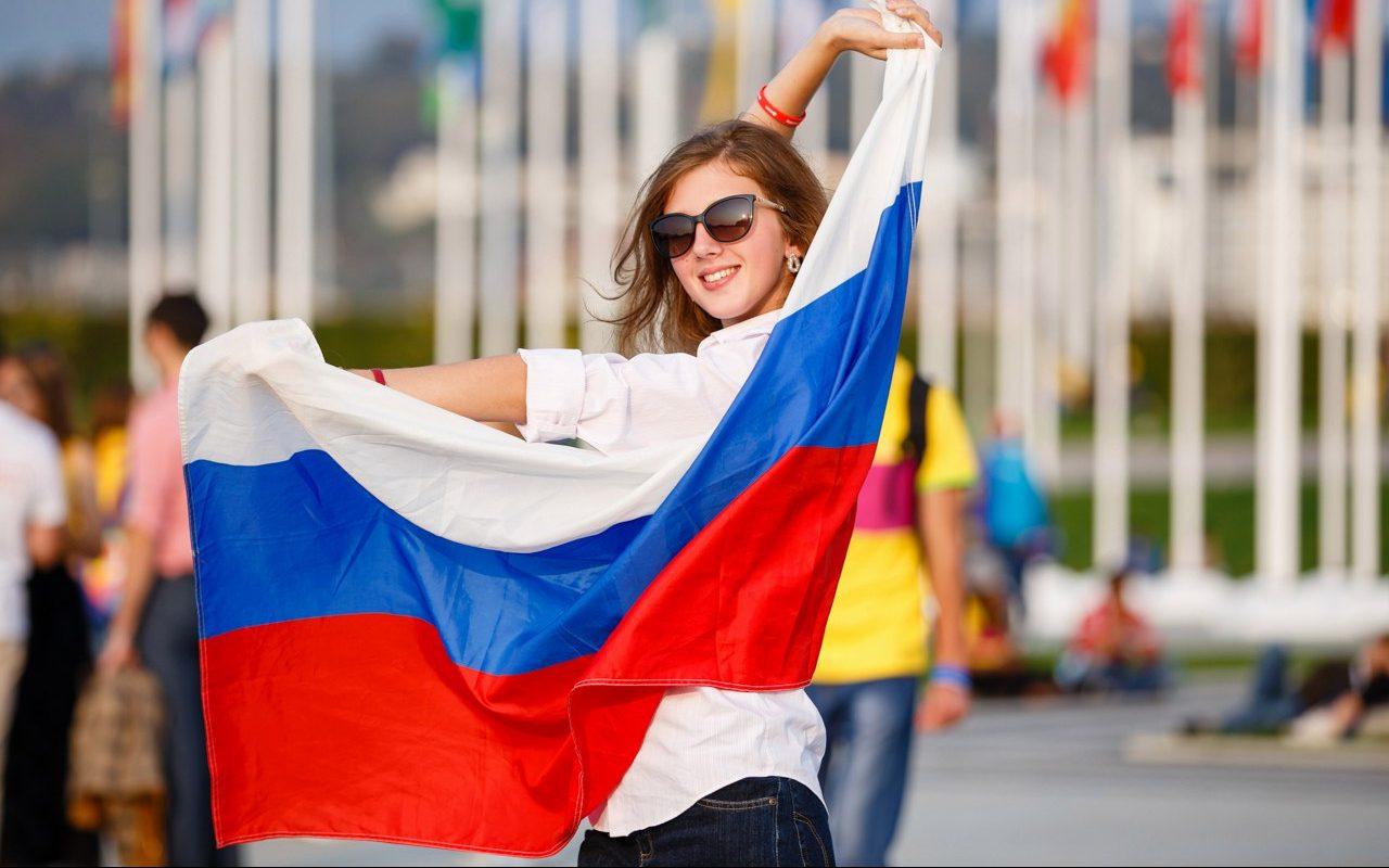 День российского флага: какие активности ждут алтайскую молодежь?